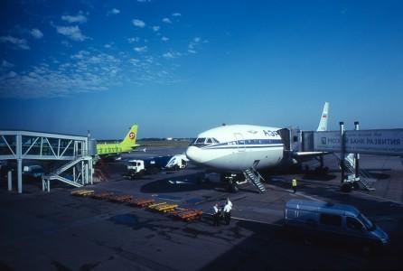 Naš Ilyushin 86 na aerodromu u Novosibirsku