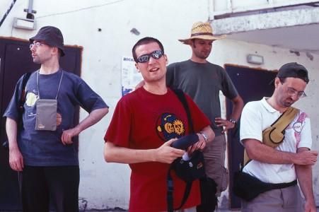 Mirko, Luka, Kizo i Ogi ispred ulaza u naš neboder